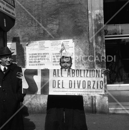 Manifestazione per l abolizione del divorzio -009