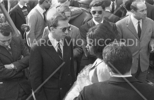 Mike Bongiorno - 1961 - Frascati - Con Patricia Mendez  03