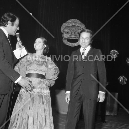 Mike Bongiorno - 1970 - Maschere D Argento - con Giuliana Longari - 02