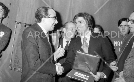 Nino Benvenuti premiato da Giulio Andreotti anno 1972 - 056